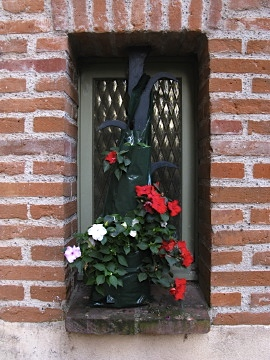 Window with flowers in Auvillar