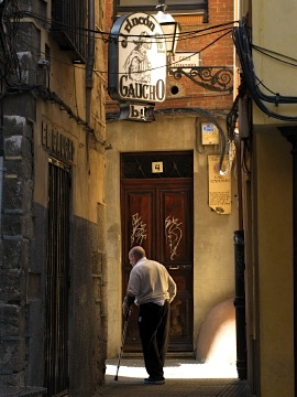 A man walks through a Leon alley