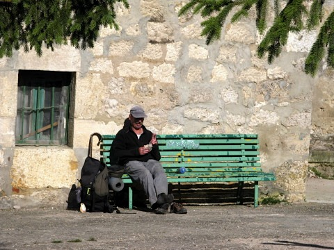 A pilgrim stops for lunch in Cardanuels-Riopico