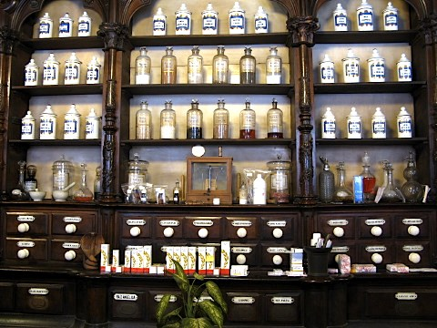 A traditional pharmacy in Leon