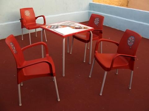 Red chairs in Villar de Mazarife