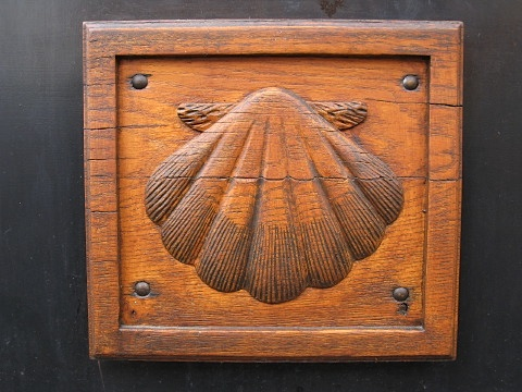 Scallop shell carving in Navarrenx