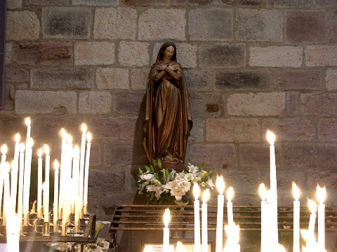 Statue in the Eglise Notre Dame de Bout du Port