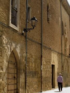 Street scene in Puente la Reina