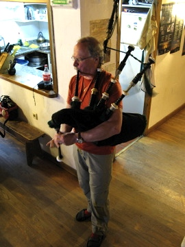 Surprising to see Scottish bagpipes in the albergue in Granon