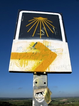 The familiar yellow arrow and shell sign