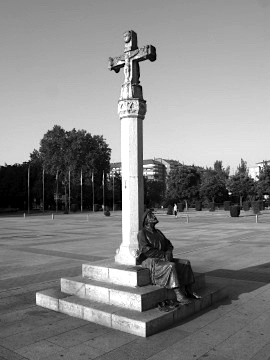 The pilgrim statue and cross in Leon