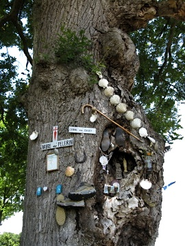 Tree dedicated to pilgrims near Arzacq Arraziguet