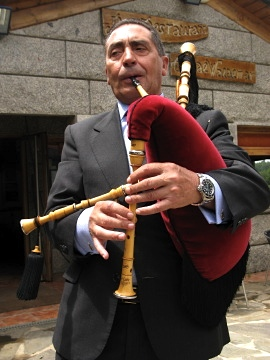 A Galician bagpipe player in As Lamelas