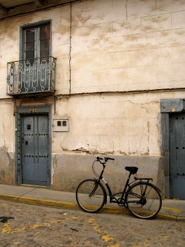 A bicycle across the road from the albergue