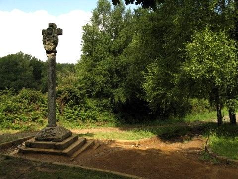 Cross at the pilgrim cemetery before Ligonde